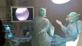 Första operationen med artroskopi